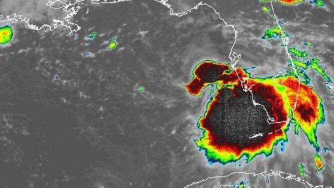 Burza tropikalna Sally u wybrzeży USA. <br />Niesie ulewy i porywisty wiatr