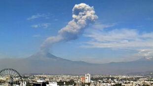 Wulkan El Popo straszy dwumilionowe miasto