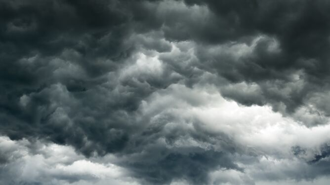 Ciemne chmury będą odsłaniać słońce tylko chwilami. Prognoza pogody na pięć dni
