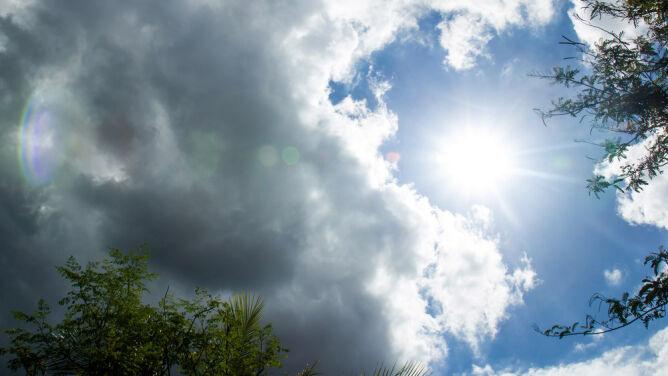 Prognoza na dziś: pochmurny i deszczowy początek tygodnia. Po południu zagrzmi