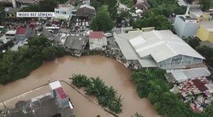 Widok z drona na zalaną stolicę Indonezji
